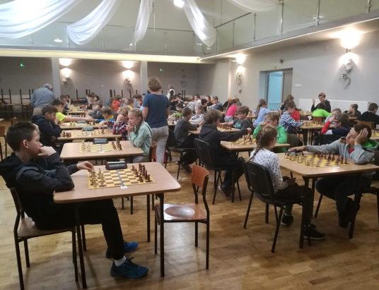 W Porąbce matowało 80 szachistów