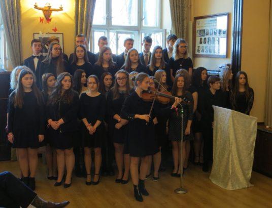 Żywiec: Licealiści śpiewali hymn