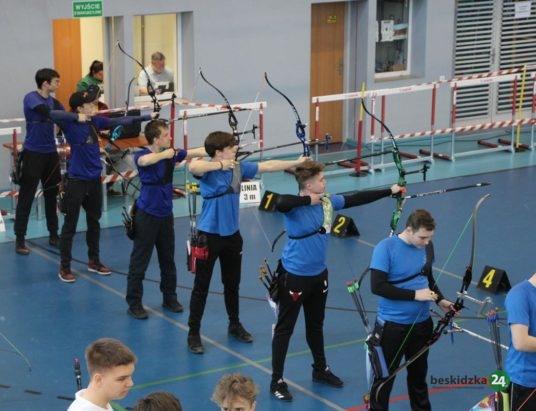 Wilkowice: Trwają Halowe Mistrzostwa Polski Juniorów i Młodzieżowców w Łucznictwie