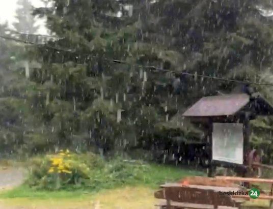 Lato w Beskidach, czyli zaczęło… prószyć (wideo)