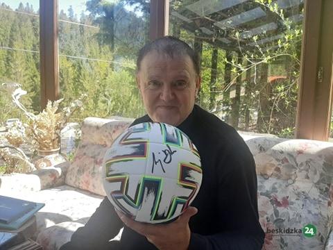 Szczyrk: Ksiądz Jan Byrt przekaże piłki