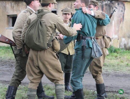 Strzały w Pogórzu. Wojsko opanowało ulicę Zamek (foto)