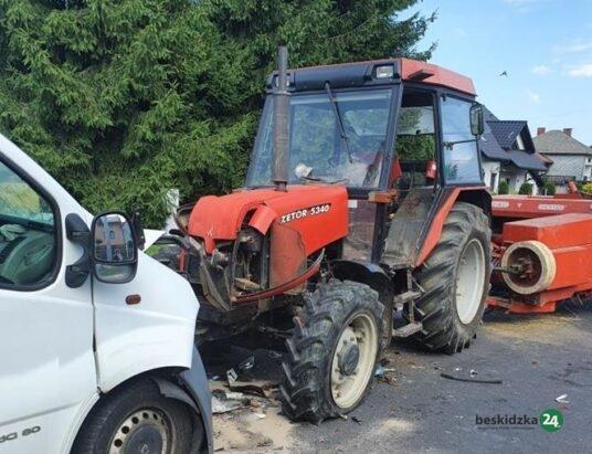 Osiek: Zderzenie busa z ciągnikiem rolniczym