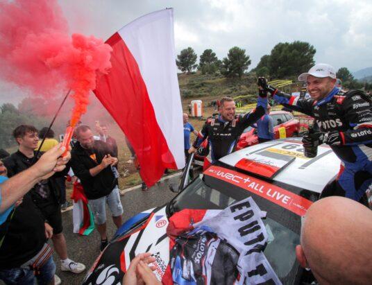 Rajd Hiszpanii 2021: Kajetanowicz i Szczepaniak na podium. Polacy nowymi liderami kategorii WRC 3! (ZDJĘCIA)